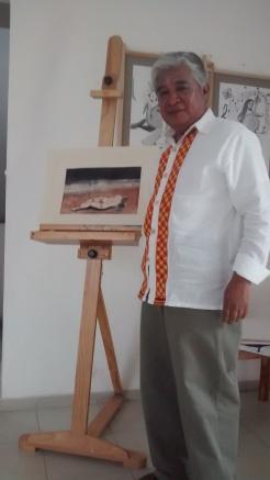 El maestro Eleonaí mostrando su último grabado en aguafuerte